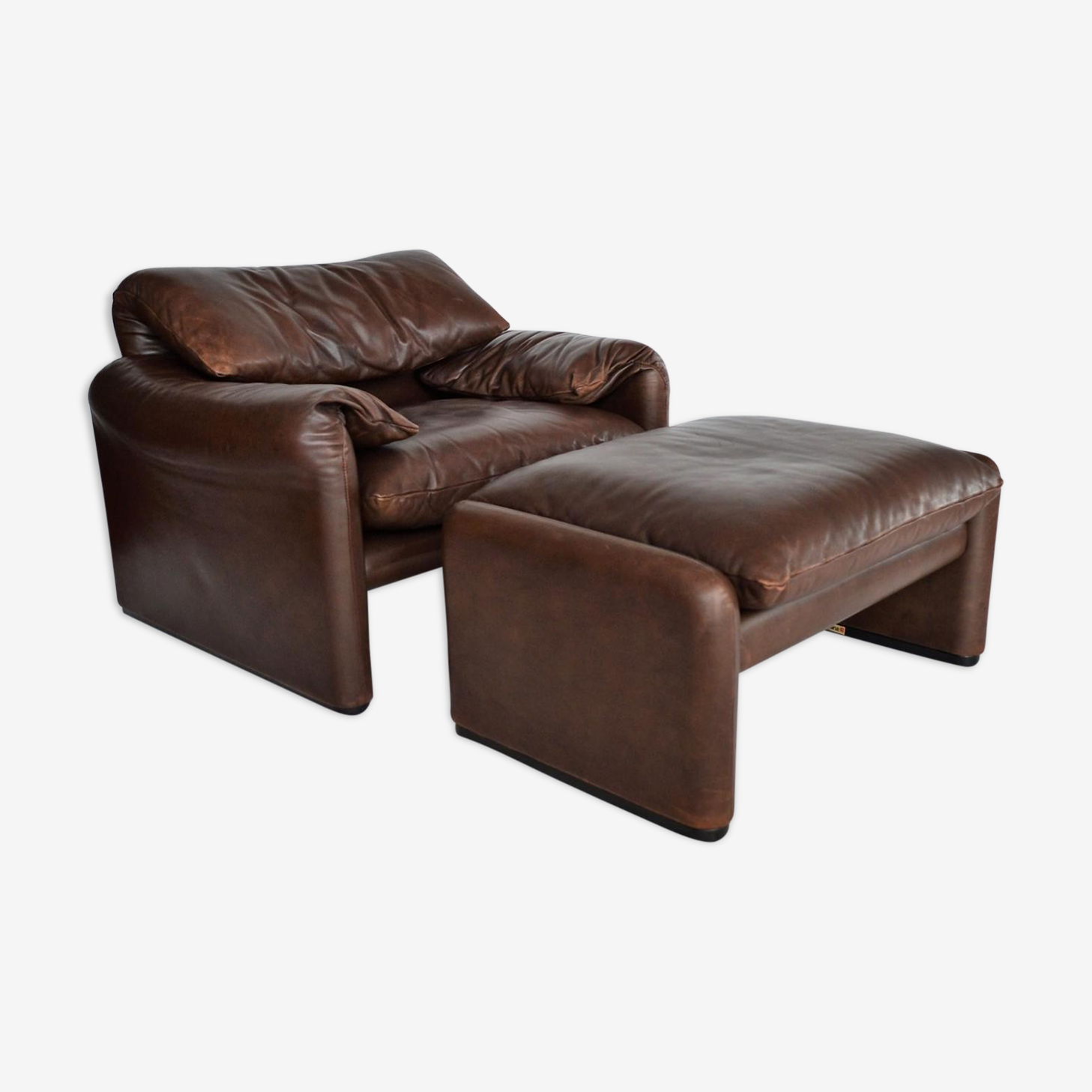 Maralunga armchair in leather & Ottoman by Vico Magistretti for Cassina 1970 s