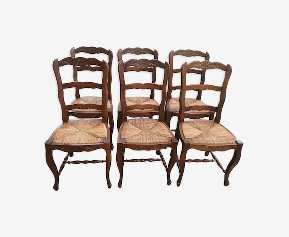 Suite de 6 chaises paillées rustiques Louis XV merisier massif