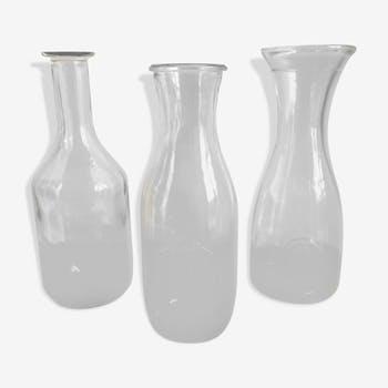 Lot de trois bouteilles anciennes en verre