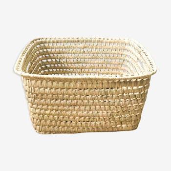 Storage basket in braided palm leaves