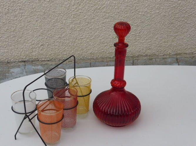 Service composé d'une carafe rouge et de 5 verres a orangeade