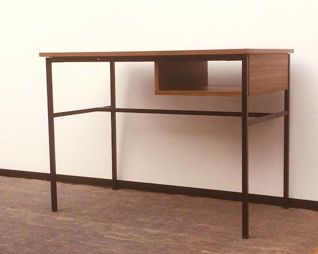 """Bureau """"Junior """" par Pierre Guariche pour Meurop 60"""