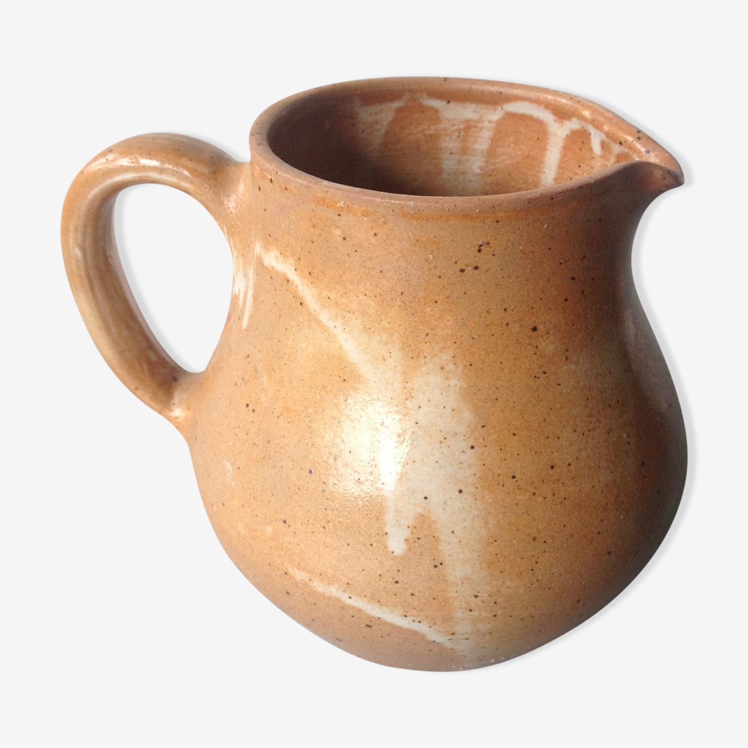 Pichet en grès ancien de couleur sable