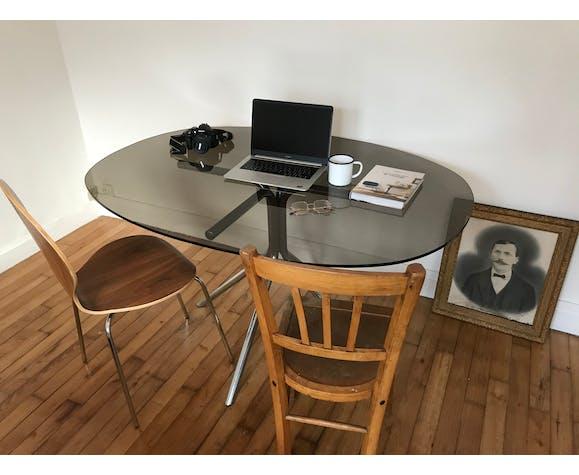 Table en verre fumé