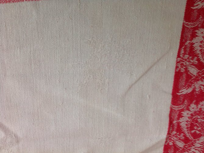 Nappe damassée rouge et blanche
