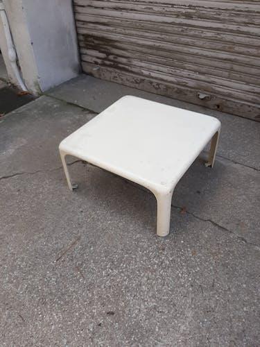 Table basse blanche années 70