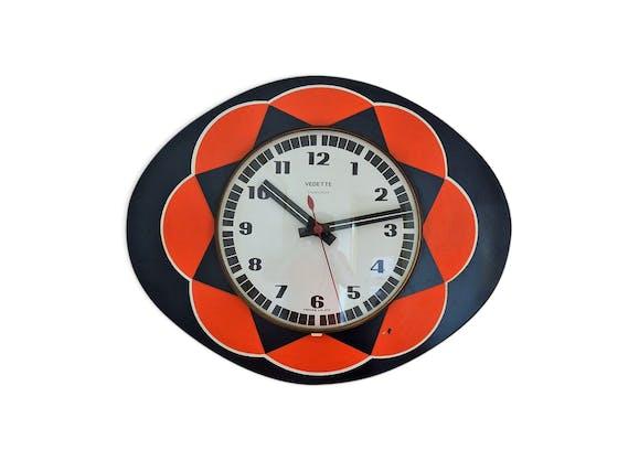 horloge murale ovale vedette en formica vintage des ann es 70 formica multicolore vintage. Black Bedroom Furniture Sets. Home Design Ideas