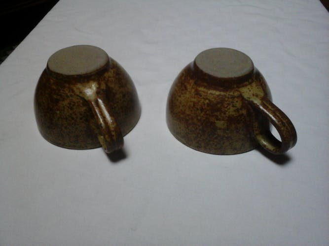 2 sandstone cups