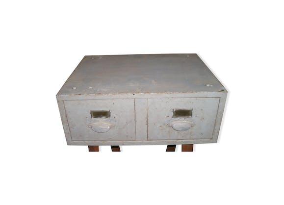 casier en m tal 2 tiroirs avec poign es en alu et porte tiquette m tal gris industriel. Black Bedroom Furniture Sets. Home Design Ideas