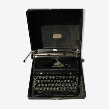 machine crire de couleur noire vintage d 39 occasion. Black Bedroom Furniture Sets. Home Design Ideas