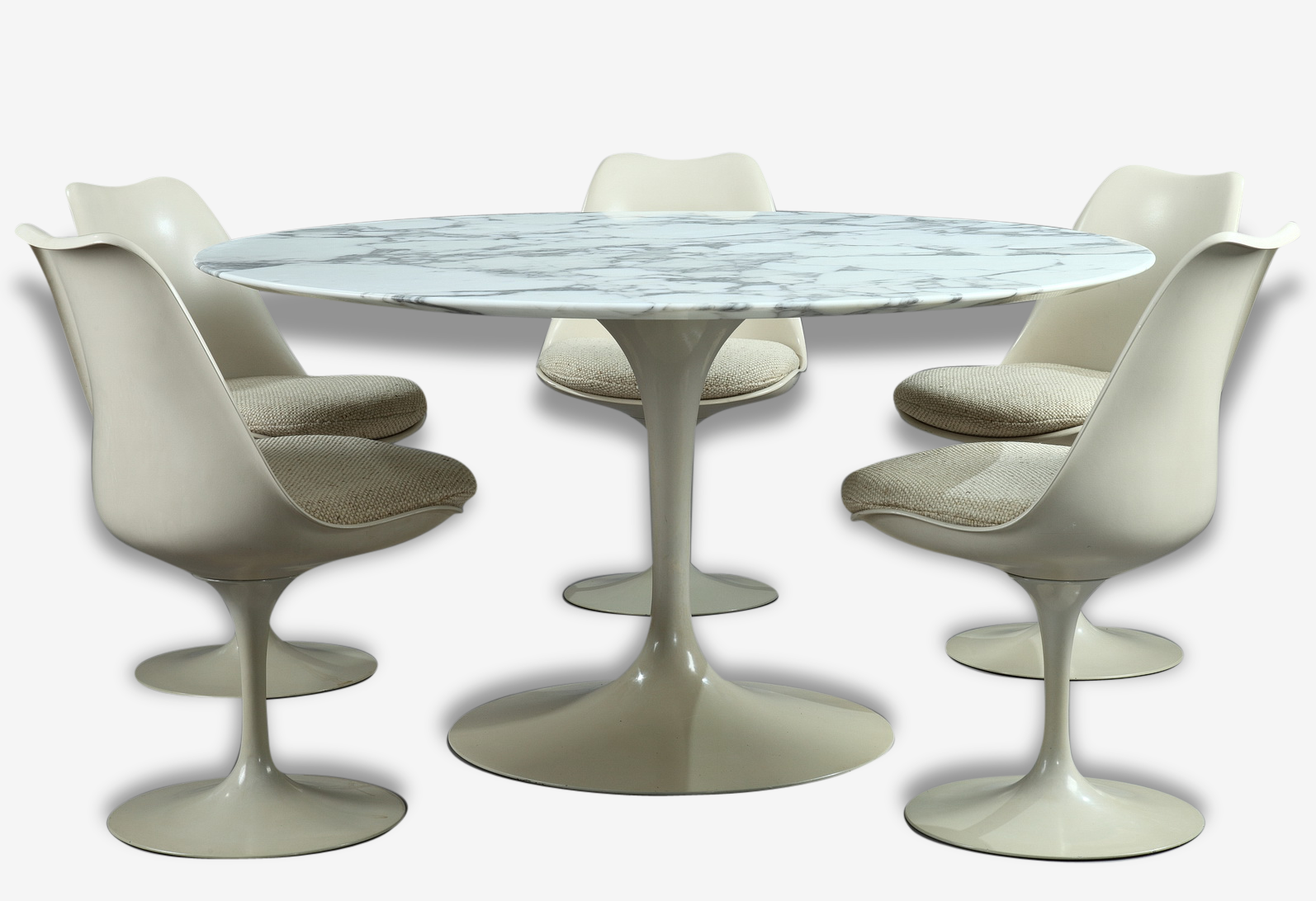 Set a table and five chairs by Eero Saarinen for Knoll International Tulip