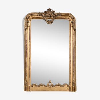 Antique golden mirror with shell and flower guirlande