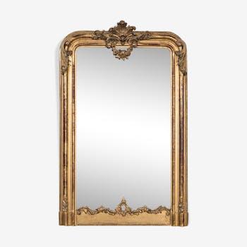 Miroir antique avec la coquille et la guirlande dorée de fleur