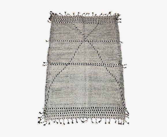Tapis berbère marocain Kilim Zanafi noir et blanc 147x104cm