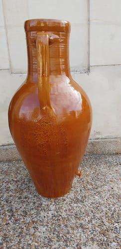 Large varnished sandstone amphora