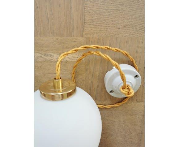 Suspension boule blanche en opaline blanc mat