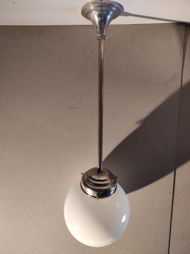 Suspension Art déco  boule opaline blanche type lampe de brasserie