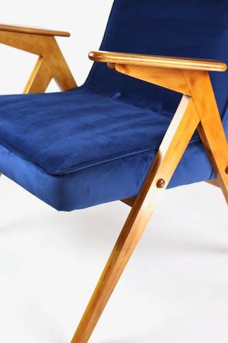 Fauteuil vintage en velours bleu foncé de Józef Chierowski, années 1970