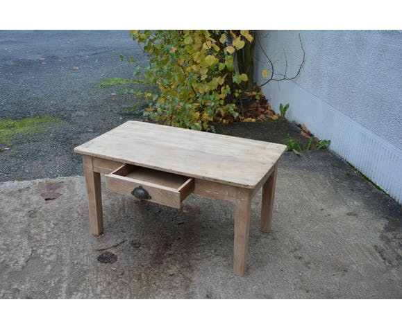 Low farm table