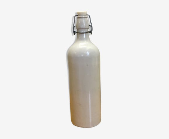 White emaillé sandstone bottle