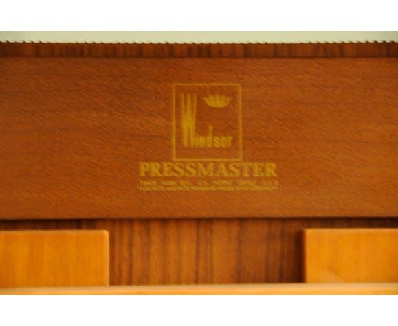 Coat hanger press master union