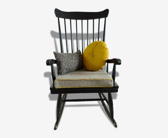 rocking chair noir coussins gris et jaune bois mat riau noir vintage 17438. Black Bedroom Furniture Sets. Home Design Ideas