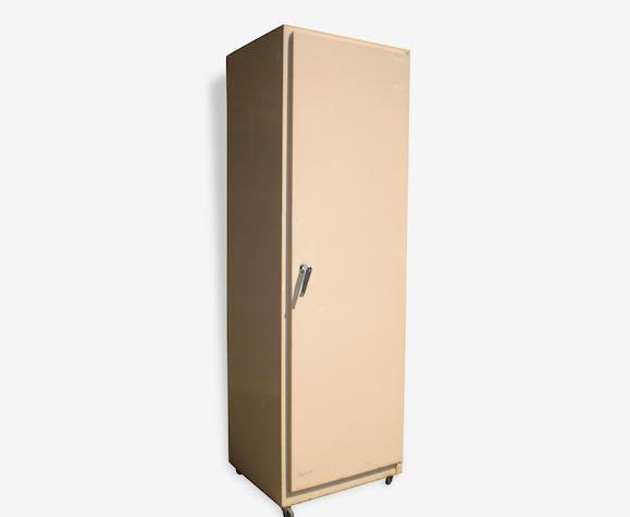 armoire m tallique vintage vestiaire sur roulettes m tal blanc industriel 50357. Black Bedroom Furniture Sets. Home Design Ideas