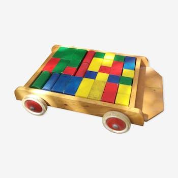 Chariot à tirer en bois accompagné de ses formes pour construire