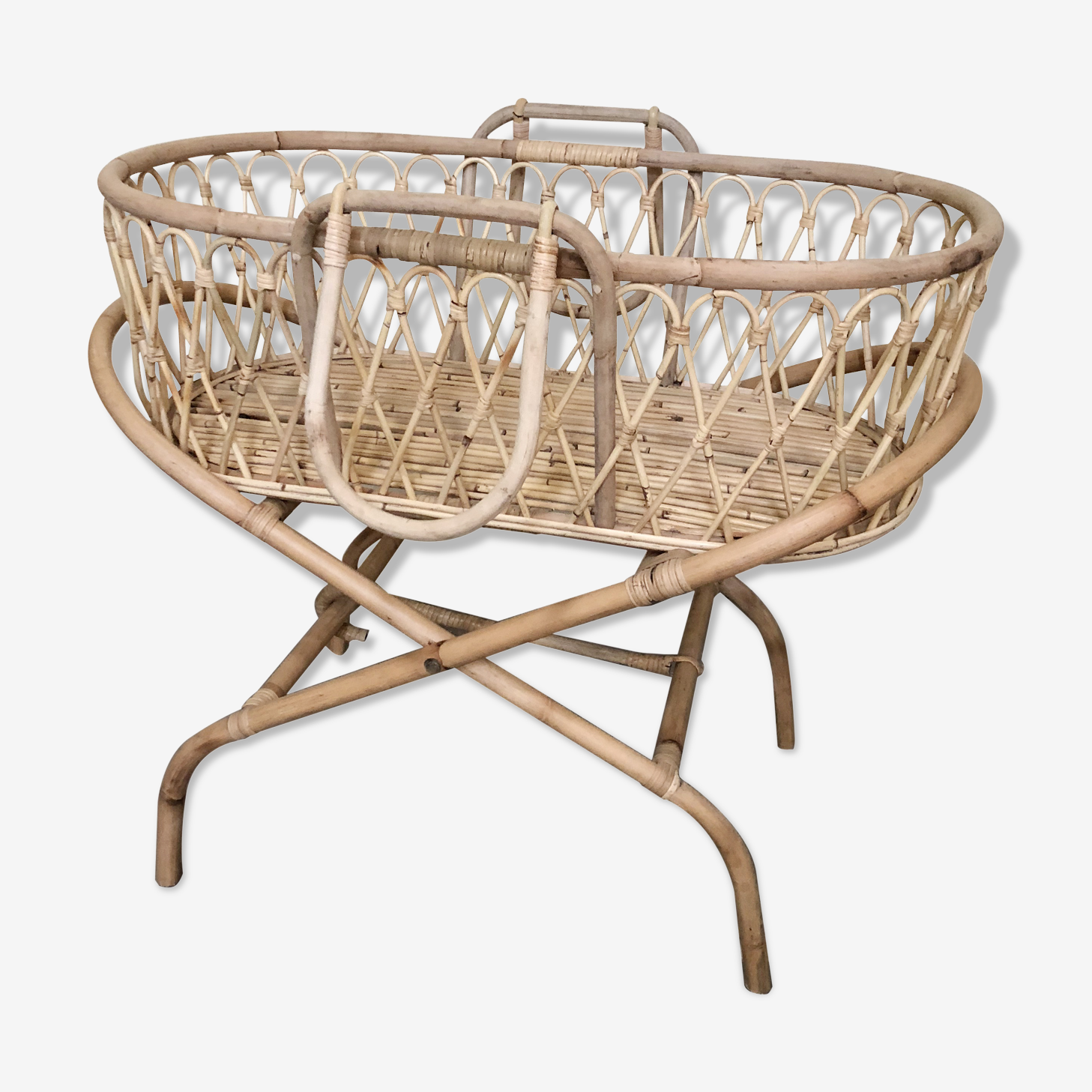 Bassinet rattan with his foot