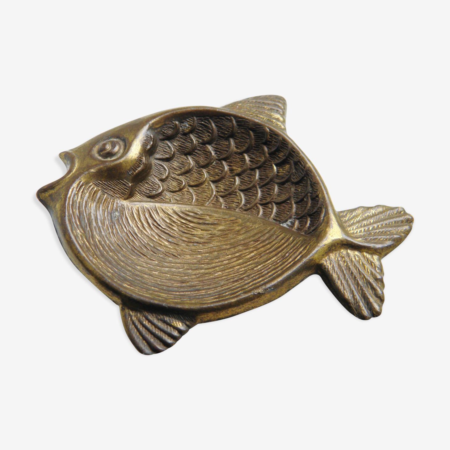 Glove fish brass
