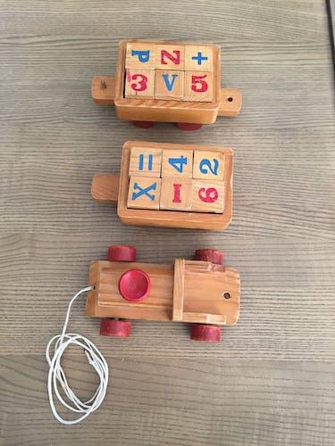 Train éducatif vintage en bois sur roulettes