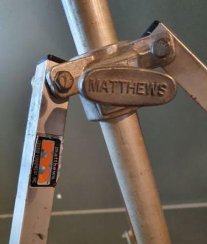 Projecteur ltm à ailette lampe industrielle sur trépied