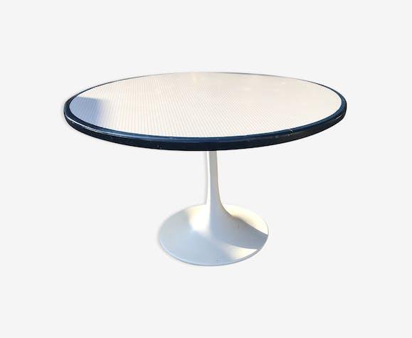 table ronde pied tulipe ann es 70 plastique blanc vintage ehli5zw. Black Bedroom Furniture Sets. Home Design Ideas