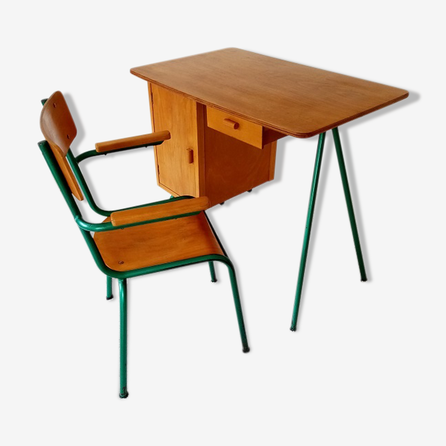 Ensemble bureau et fauteuil enfant de 4 à 11 ans environ