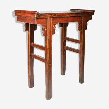 Red-laated Altar booster table