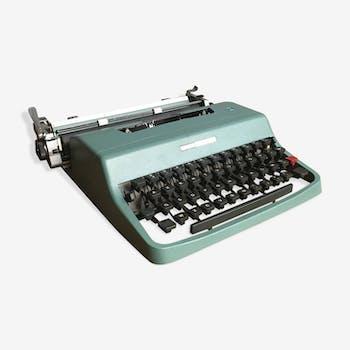 Olivetti Lettera Typewriter 32