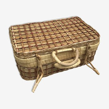 Old trunk of braided rattan picnic basket, interior fabric 70s vintage