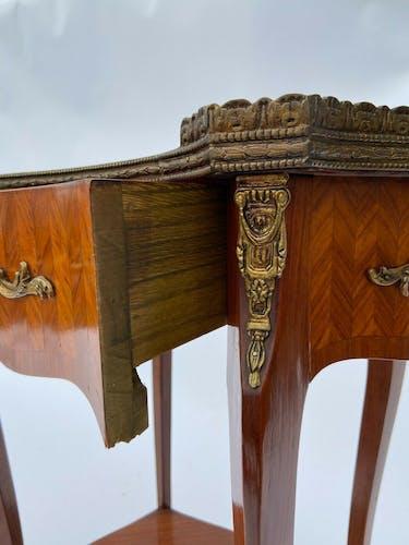 Table rognon fin XIX eme marqueterie ornementation bronze style louis xv