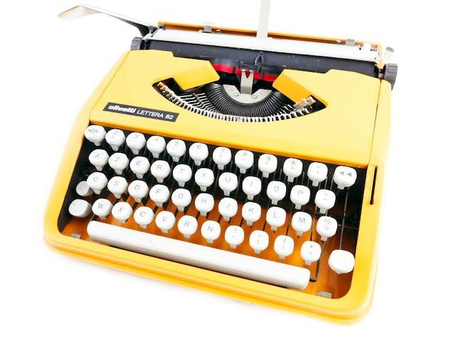Machine à écrire Olivetti Lettera 82 couleur curcuma orange splendide et rare