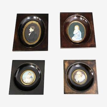 École Française XIXème set 4 miniatures dans des cadres en bois teinté figurant des portraits de notable