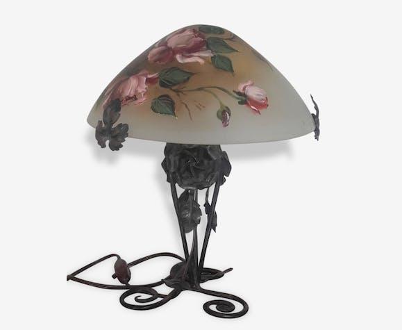 Lampe Art Deco Pied Fer Forge Et Chapeau Pate De Verre Decors Roses