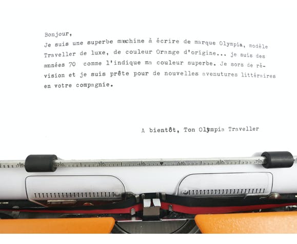 Machine à écrire Olympia traveller de luxe orange révisé et ruban neuf