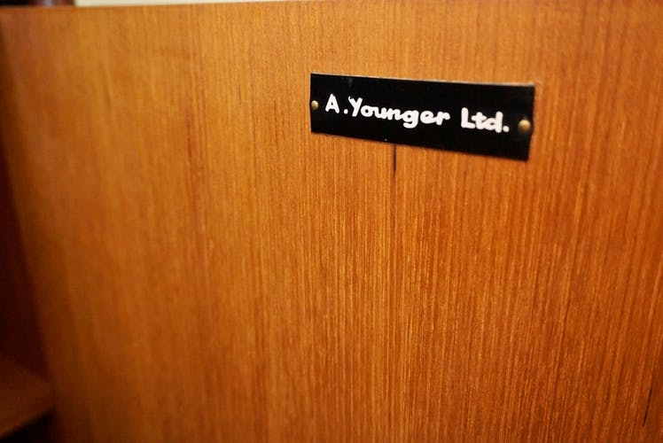 Enfilade en teck de la marque Younger