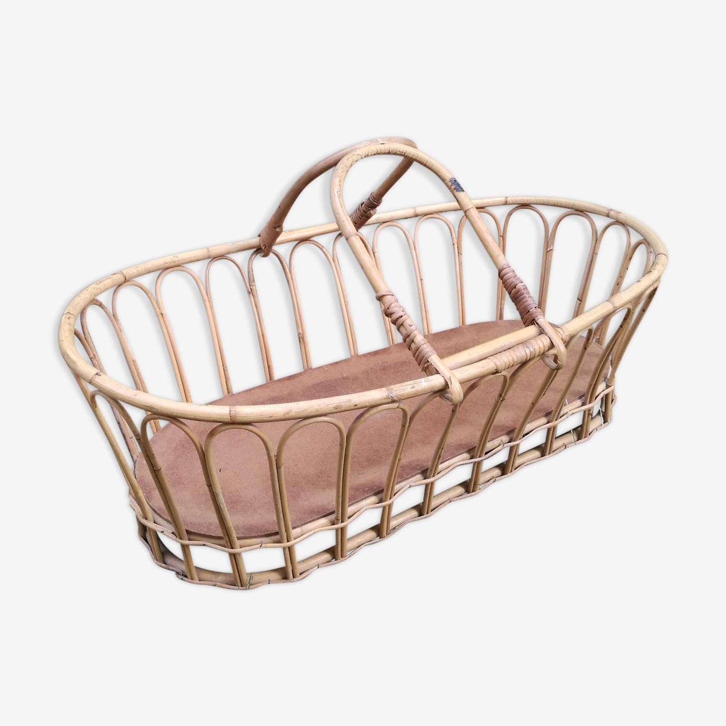 Wicker bassinet cradle