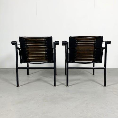 Paire de fauteuils LC1 noirs par Le Corbusier pour Cassina, 1970