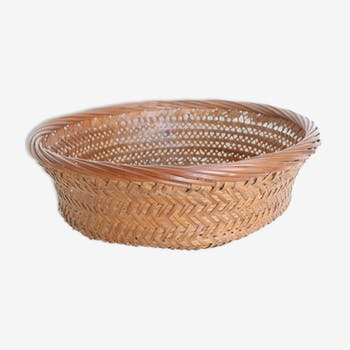 Wicker basket, fruit cut
