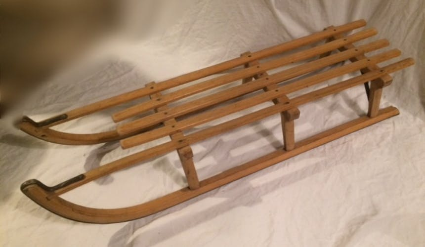 Vintage wooden sledge for 1 to 2 people