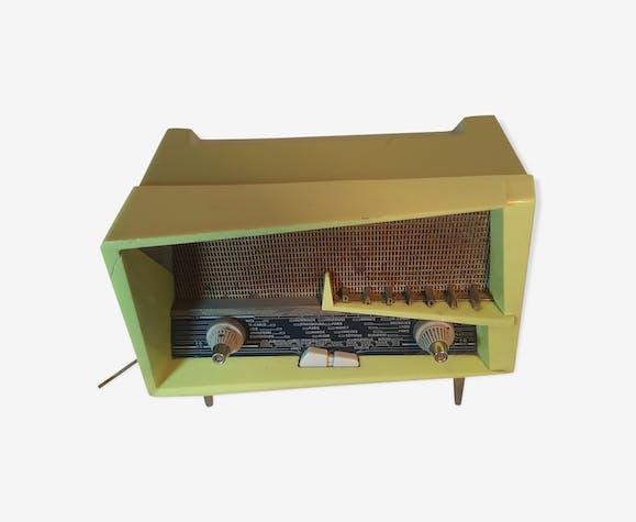 poste de radio vintage de marque radiola fibre de verre. Black Bedroom Furniture Sets. Home Design Ideas