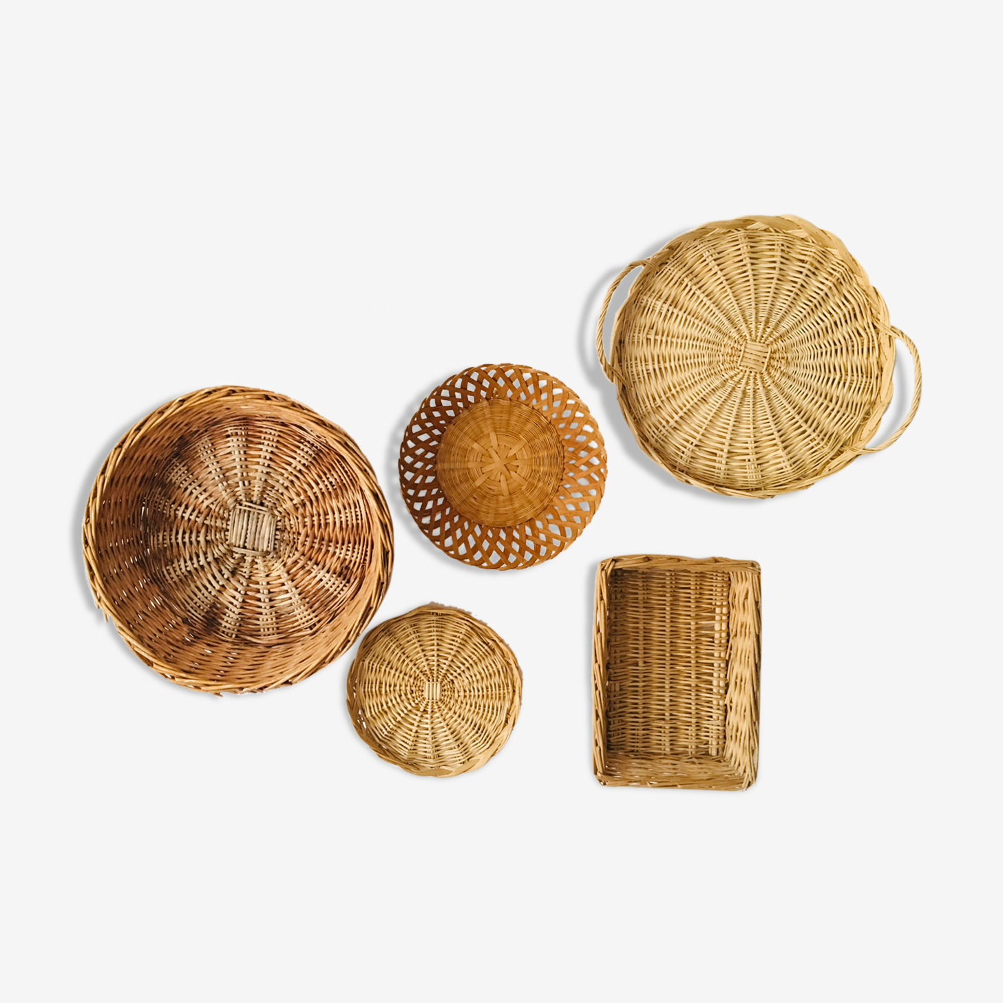 Wall composition of wicker baskets