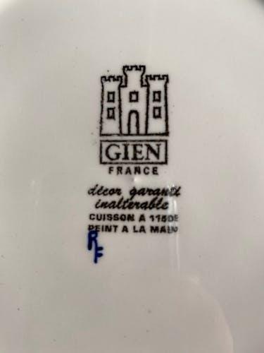 Assiette en porcelaine de Gien série Renaissance